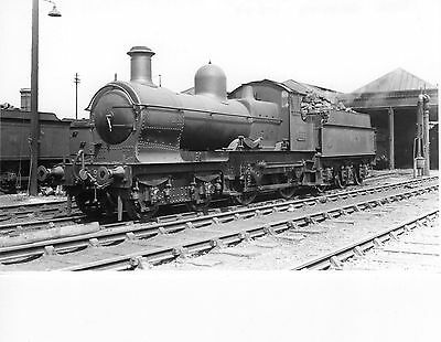 Photo GWR 9xxx Class 4-4-0 No 9022 seen at Oswestry shed yard on 1/5/49