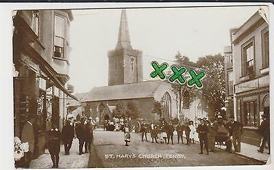 Dennis Photo ?  Postcard - St Mary's Church, Tenby. ( People, Shops Etc ).