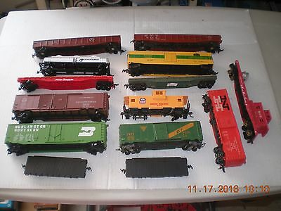Lot of Assorted Junk  HO scale Rolling Stock (t)