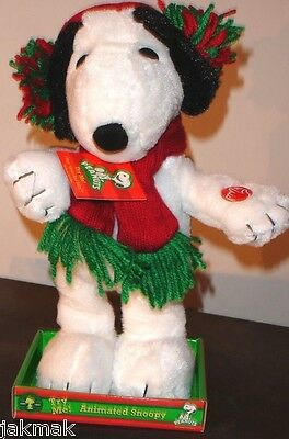 """Peanuts Snoopy Animated Christmas Plush Plays """"Linus & Lucy Song"""" and Dances!"""