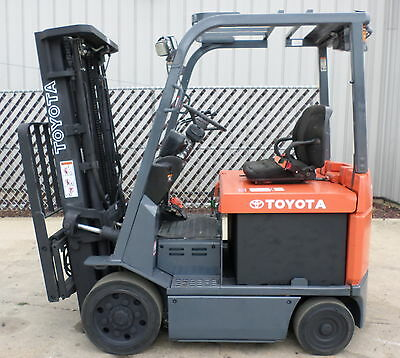 Toyota Model 7FBCU25 (2006) 5000lbs Capacity Great 4 wheel Electric Forklift!