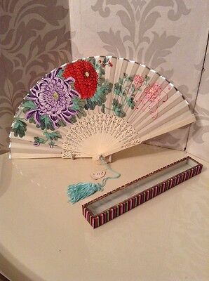 Beautiful Vintage Chinese Hand Painted Chrysanthemums 1950's Hand Fan