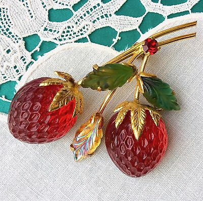 Excellent AUSTRIA Rhinestone Strawberry Pin Fruit Molded Frosted Glass Vntg Sgnd