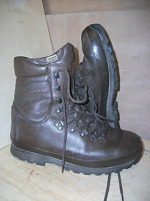Size 11 brown altberg defender military boots! v/g condition & loads of tread!