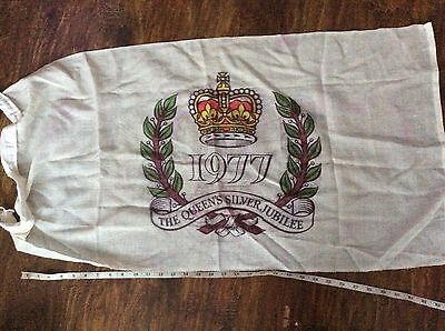 OLD RETRO VINTAGE 70s THE QUEEN'S SILVER JUBILEE 1977 COTTON FLAG crown leaves