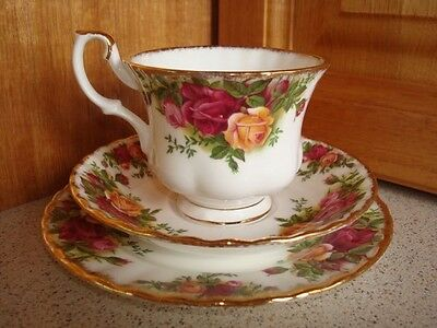 """Royal Albert """"Old Country Roses"""" Trio Set -Christmas gift! As new!"""