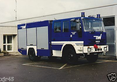 """An 7""""x5"""" Colour Photo of a Iveco/Magirus Tender with the THW in Germany"""
