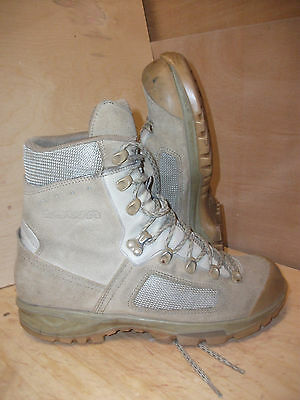 Size 9 1/2 genuine desert lowa elite boots! very good condition!fantastic boots!