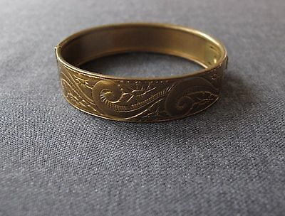 Antique Decorated With Flowers & Leaves Golden Metal Bracelet