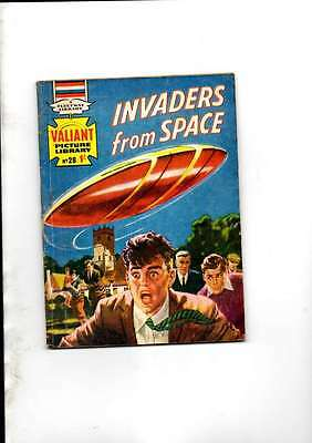 INVADERS FROM SPACE VALIANT PICTURE LIBRARY NO 28.1960s ISSUE FLEETWAY LIBRARY