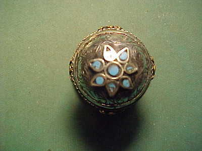 Near Eastern hand crafted  ring with turquoise stones 1700-1900