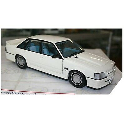 Biante 1/18 SCALE Holden Vk Commodore Ss Group 3 Alpine White