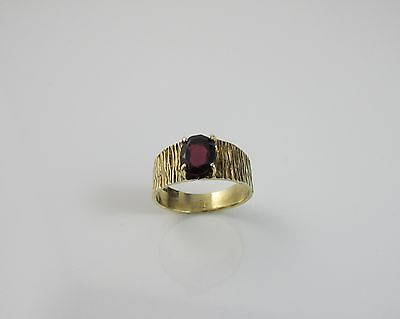 Vintage Bark Effect Shank 9 ct Yellow Gold 375 Solitaire Garnet Ring Size 'N'