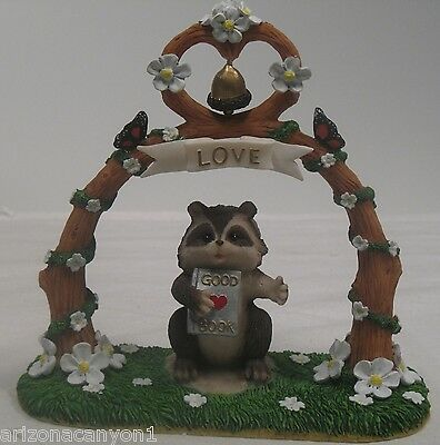 Charming Tales Dean Griff Silvestri The Altar of Love Raccoon 82108 New in Box