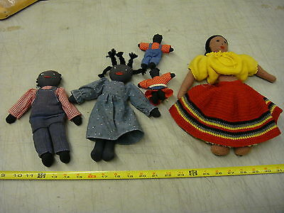 10 doll lot, 5 cloth & 1 plastic 2 wood block black & 2 white plastic baby dolls