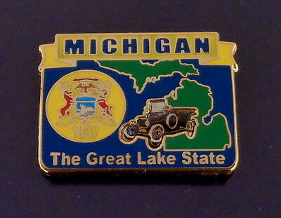 Michigan State Map Lapel Pin MI THE GREAT LAKES STATE/flag 1837