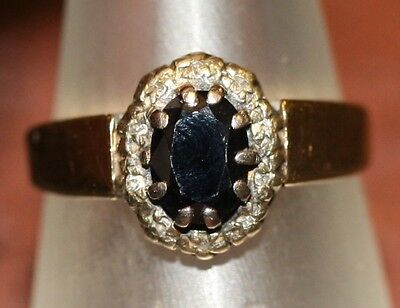 Older Vintage 375 9Ct Gold Ring Inset With Dark Blue Sapphire
