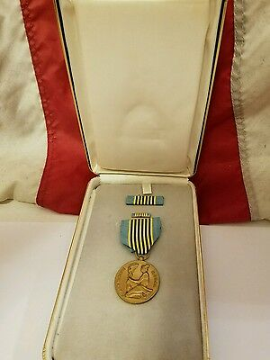 U S. Air Force Airman's Medal, Ribbon & Pin For Valor in Presentation Case