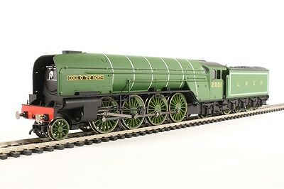 Hornby 00 Gauge LNER 2-8-2 Class P2 No 2001 Cock O The North LNER Apple Green