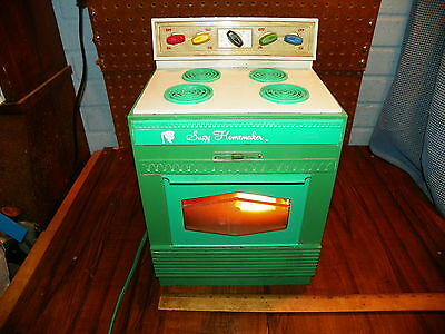 """1968 TOPPER """"SUZY HOMEMAKER"""" Safety Oven"""