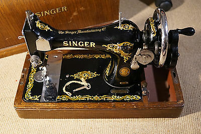 VINTAGE SINGER 128k HAND CRANK SEWING MACHINE WITH BENTWOOD CASE