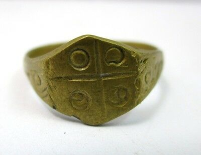 thai blessed old yan amulet  ring size 6  for protective
