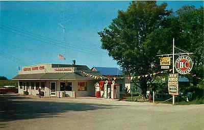 Roadside Postcard Country Store & Sinclair Gas Station Hoxeyville, Michigan