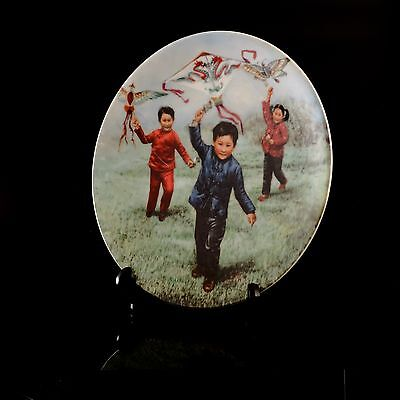 """Collector's Plate """"Kite Flying"""" Chinese Children's Games Bradex 10-P8-1.2 (JMW3)"""