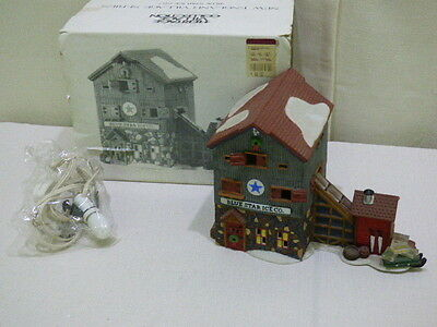 DEPARTMENT 56 NEW ENGLAND VILLAGE SERIES BLUE STAR ICE COMPANY 5647 Retired