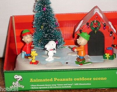 Peanuts Animated Outdoor Christmas Scene~Lights &Music~Snoopy Table Center Piece