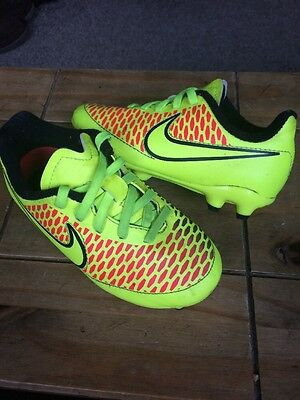 Fabulous Little NIKE Football Boots Size 10 ( Toddler ).