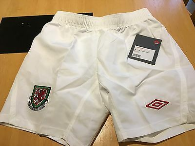 Wales Umbro Football Shorts Boys Medium Boys