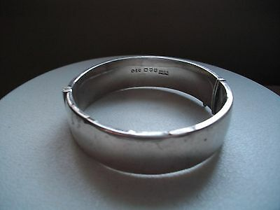 Smith & Pepper Chester hallmarked silver snap bangle with bright cut decoration