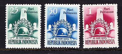 Indonesia 1955 Heroes' Day - 3 mint hinged values - Cat £14 - (736)