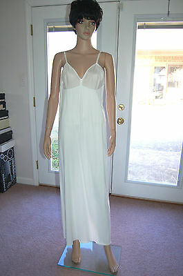 Vintage 1970's Vanity Fair white long full slip size 40
