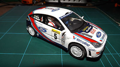 SCALEXTRIC FORD FOCUS Racing Car With Lights !