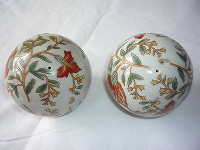2 Pcs Old Oriental Chinese Hand Painted Flowers Porcelain Balls