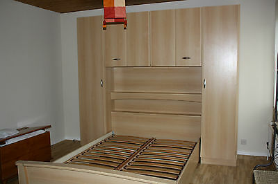 Double bed frame & cupboard / Doppelbed & kasten / lit à 2 pers & placards