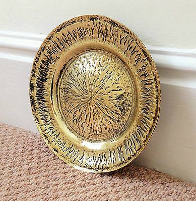 """A 7.75"""" WIDE x 0.75"""" DEEP, STURDY WELL-PATTERNED, CIRCULAR BRASS PLATE/DISH"""
