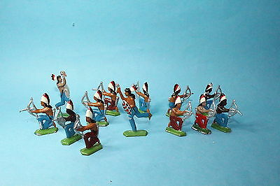 Toy soldiers- 13x vintage lead flats figures.Native Americans in position