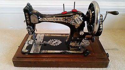 Antique Vintage Retro SINGER Hand Crank 1920's Sewing Machine With Carry Case
