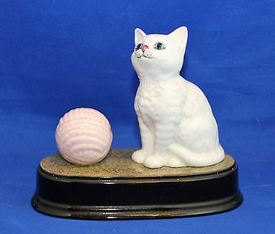 """Beswick Cats """"Playtime"""" Model 1886/3093 With Pink Ball"""