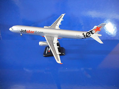 JETSTAR AIRWAYS AIRBUS A321-200 AIRCRAFT MODEL - Scale1:200