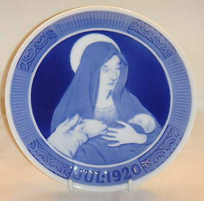 1920 Royal Copenhagen Christmas Plate 'The Virgin Mary with Christ the Child'