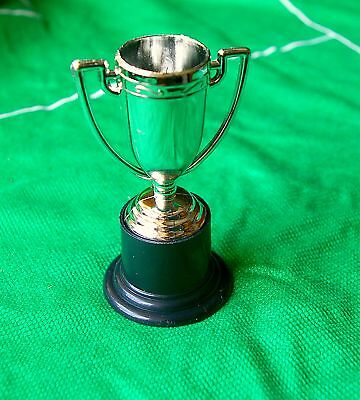 Subbuteo  STYLE    TROPHY    WORLDWIDE FREE P&P
