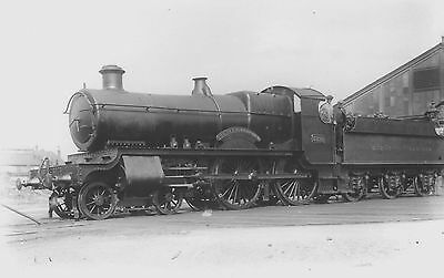 """Photo GWR """"County"""" 4-4-0 No 3821 """"County of Bedford"""" at Reading shed yard"""