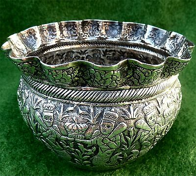 ATTRACTIVE LITTLE RELIEF DECORATED INDIAN SILVER BOWL -  LUCKNOW c1900 - 3.91oz