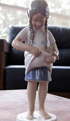 B & G Bing & Grondahl #1779 Little Mother With Cat Figurine Excellent