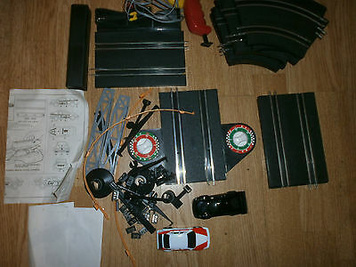 slot track 16 pieces,2 cars and extras