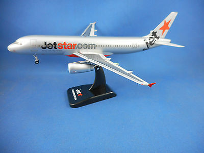 JETSTAR AIRWAYS AIRBUS A320-200 AIRCRAFT MODEL - Scale 1:200